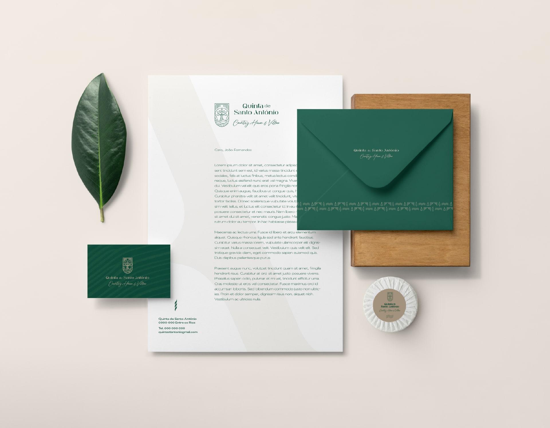 Mockup de cartão de visita, carta e bloco de notas para o Branding da Quinta de Santo António